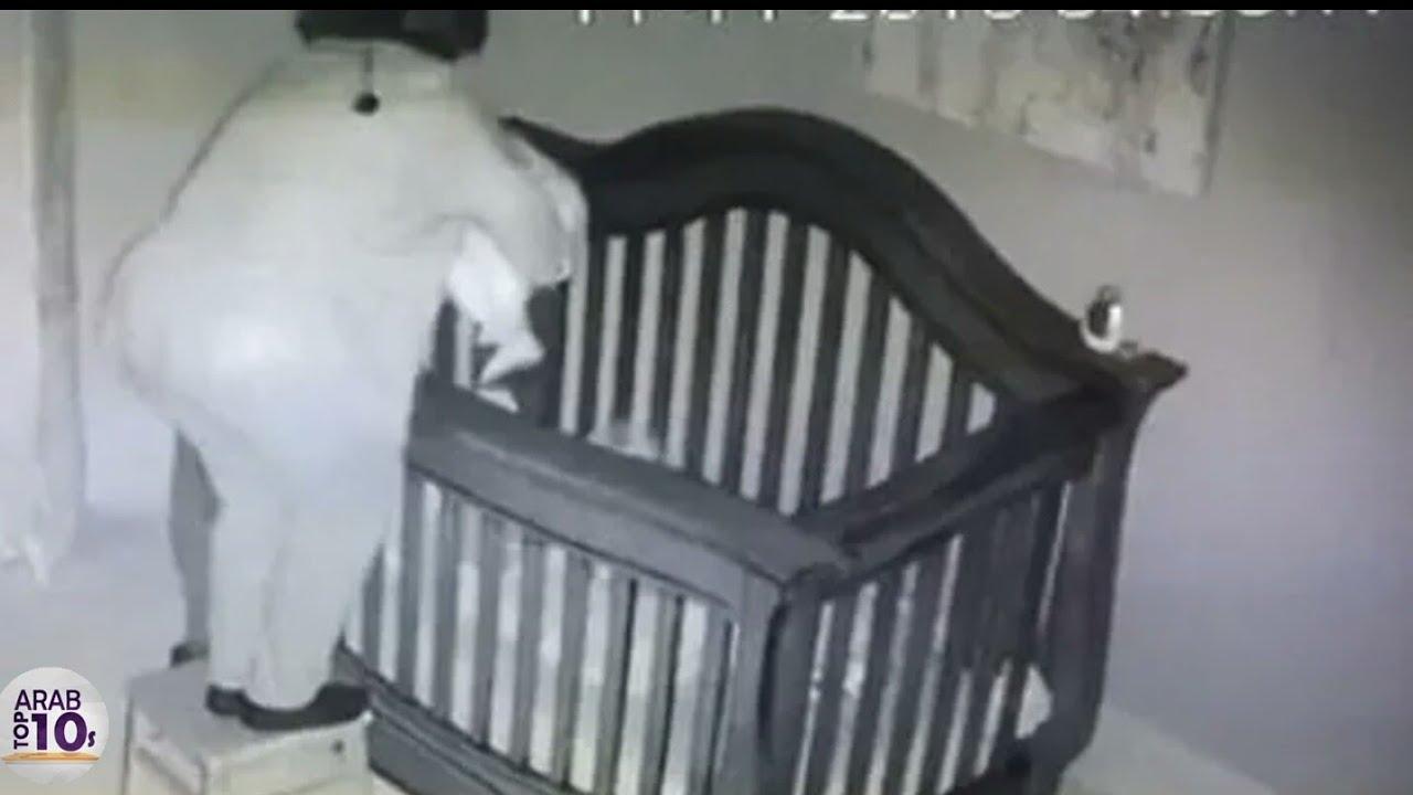 شك الاهل في غرفة صغيرهما .. فوضع الأب كاميرا مراقبة .. و عندما فتح الفيديو شاهد ماذا وجد !!