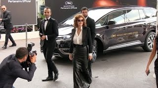 Susan Sarandon posing at the Martinez Hotel in Cannes
