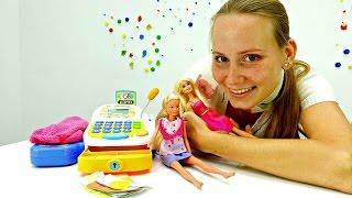 Видео для девочек. Маша покупает тёплую одежду для Барби