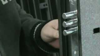 Производство входных металлических дверей в Спб.(Процесс производства входных металлических дверей в России. Двери можно купить на сайте производителя..., 2012-04-12T09:49:11.000Z)