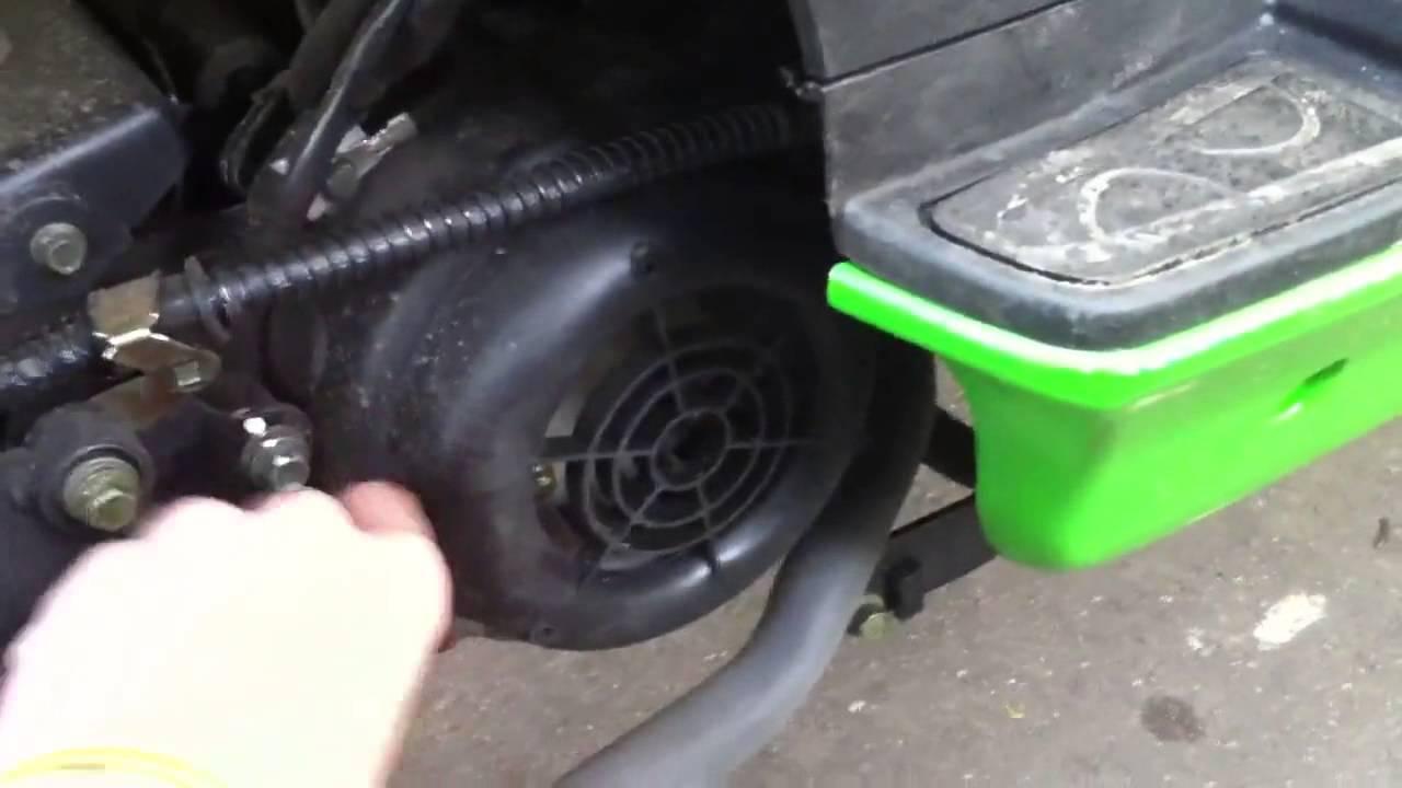 куда заливать масло в скутер peugeot