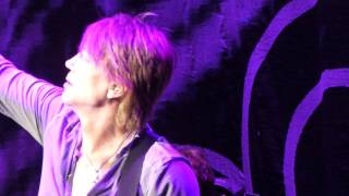 Johnny Rzeznik and the Goo Goo Dolls perform Iris, Live Concord, California