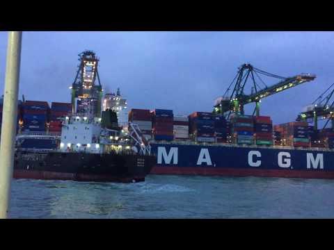 world largest port 2018  SHANGHAI