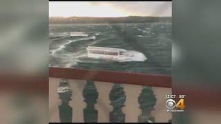 Video Tourist Boat Capsizes, Sinks On Missouri Lake, Killing 17 download MP3, 3GP, MP4, WEBM, AVI, FLV Juli 2018