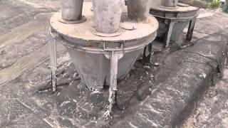 видео Композитная черепица: плюсы, минусы, структура, монтаж