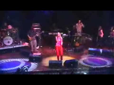 Saint Etienne Only Love Can Break Your Heart (live 2000)
