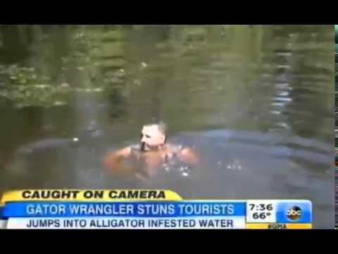 Crazy Gator Tour Guide Frenzy Swamp Feed For Tourists Caught on Tape