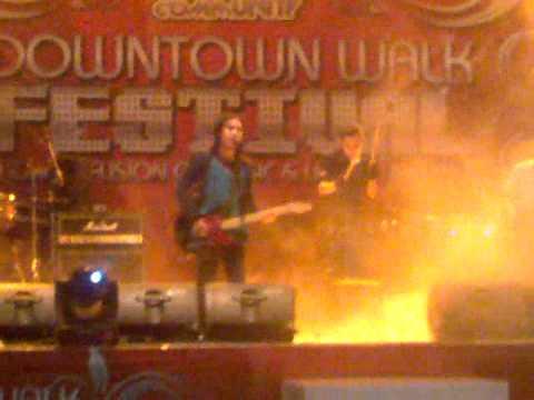 deSounds  anak jalanan (chrisye cover) live at downtown fest 2011