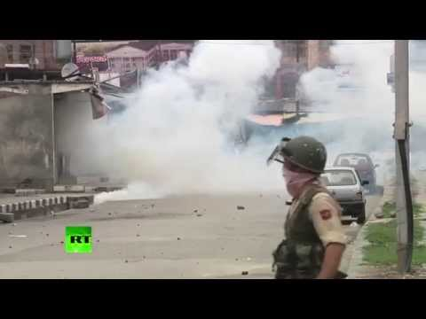 RAW: Hundreds fiercely clash with police in Kashmir after prayers