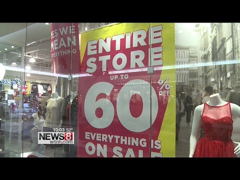 Last minute shoppers, retail workers talk spending on Christmas Eve