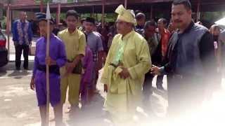 Perarakan PK Hem ke Dewan Ilmu dengan diiringi muzik tiupan serunai dan paluan gendang dan gong