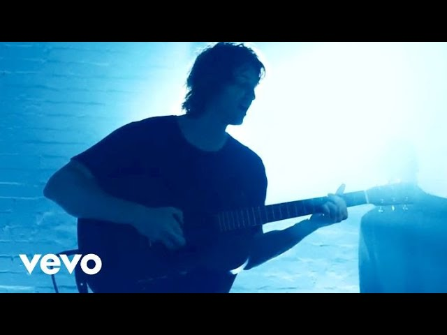 Dean Lewis – Waves (Live Stripped Back One Take)
