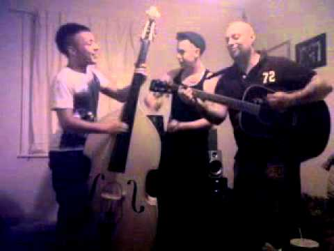 Steve Holloway, Billy Ray, Paul Ciara practise jammm