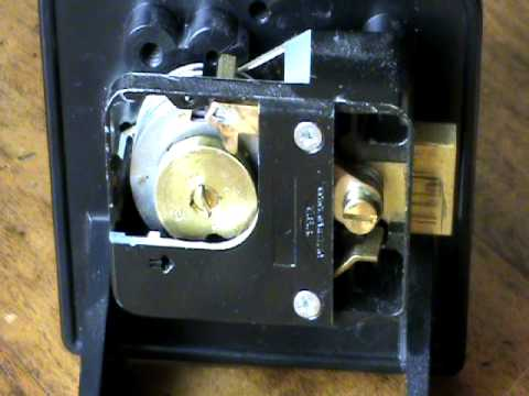 Door Lock Diagram Red Anderson Plug Wiring How Works A Safelock (spring Loaded Lever-fence Mechanism) - Youtube