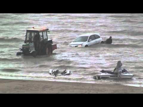 Renault Mégane prise par la marée haute - Bray-Dunes - YouTube