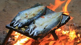 Cooking Sea Fish on the Rock Eating Delicious
