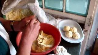 コロンビア伝統料理 アレパボヤセンセの作り方