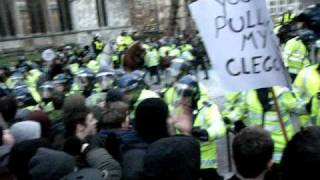 London Student Protest - Horses Charging Students in Parliament Square 09/12/2010 Demo2010 dayx3