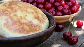 Сладкая лепешка с вишней и творогом | Сладкий пирог на сковороде