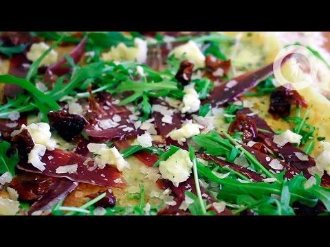 Пицца с хамоном и рукколой