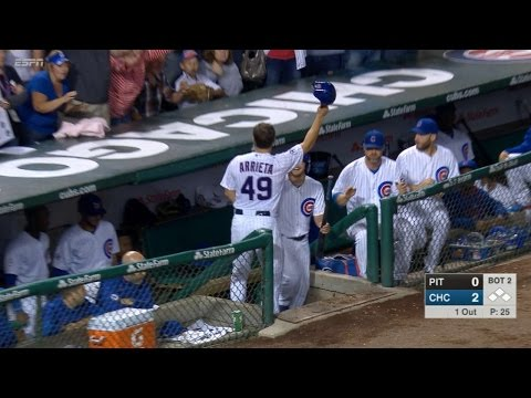 Arrieta swats solo homer to extend the lead