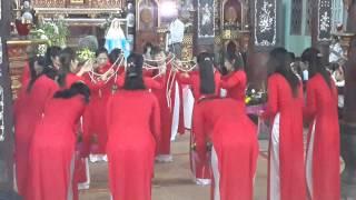Đội Hoa Giáo Xứ Mỗ Xá Dâng Hoa Kính Mẹ Mân Côi Tai Giáo Xứ Từ Châu