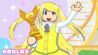 Ich WON A BLOXY AWARD! Ich habe verschiedene Outfits versucht, um meine Bloxy Award passen | Roblox Royale High Roleplay