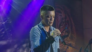 """Bamboo performs Oasis hit song """"Wonderwall"""" at Tiger Beer launch"""