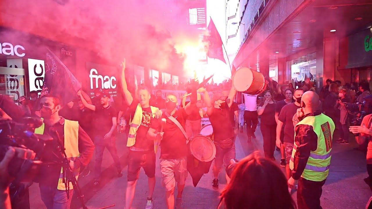 "Download Manifestantes neonazis gritan """"fuera sidosos de Madrid"""