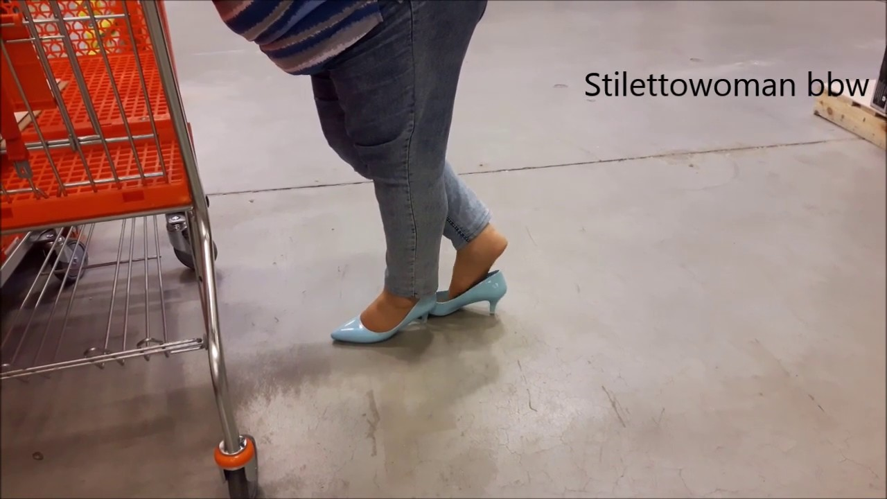 shopping in blue Pumps, Stilettowoman bbw