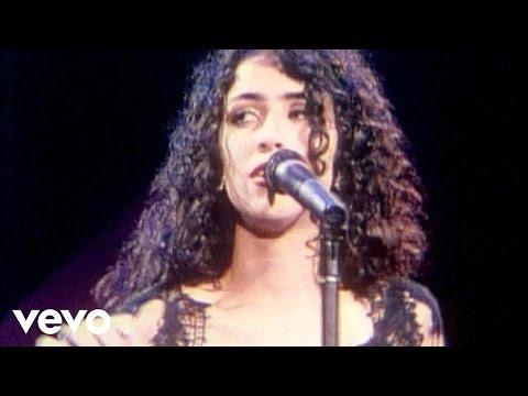 Music video by Marisa Monte performing Chuva De Verao / Tudo Acabado.