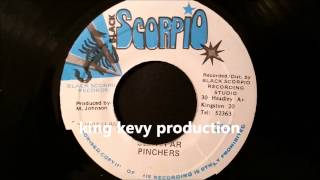 "Pinchers - Stay Far - Black Scorpio 7"" w/ Version"
