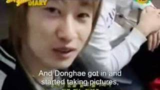 Eunhyuk shows picture of Donghae in shower