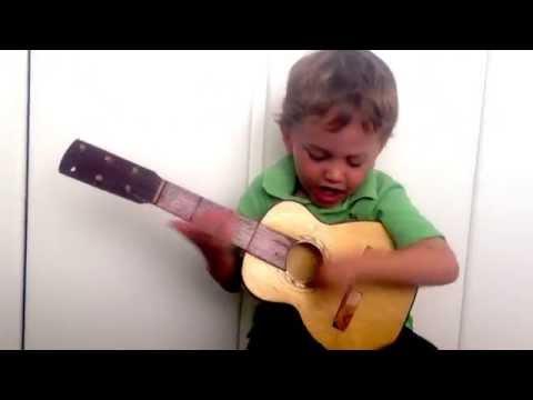 VICENTICO - Niño de 3 años canta Morir a tu lado
