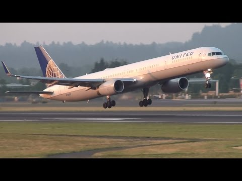 United Airlines N75853 757-300 Takeoff Portland Airport (PDX)