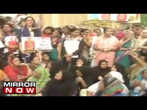 Congress protests against the hike of electricity bills in Mumbai