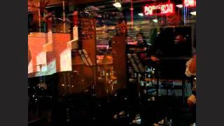唐船ドーイを弾きました! Guests at Kabuki Pub Las Vegas Dancing Oki...