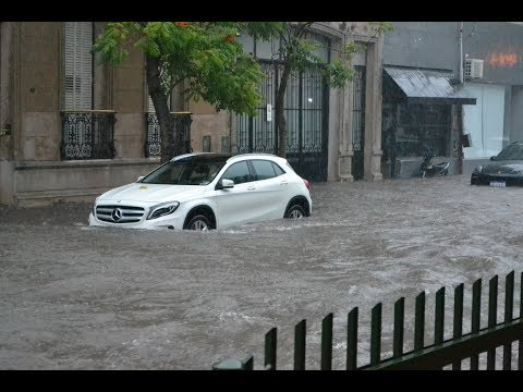 Intensas lluvias dejaron calles anegadas en Capital