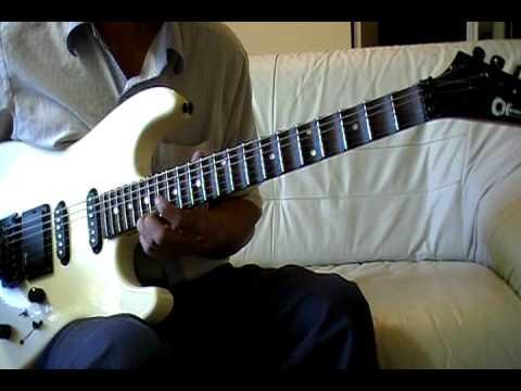 Rao tân nhạc bằng guitar phím lõm