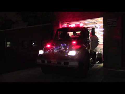 Newark Fire Department Foam Tender 1 (Walk Around Lights & Siren) 12-30-15