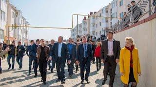 Сергей Аксенов побывал в квартирах переселенцев из зоны застройки Керченского моста