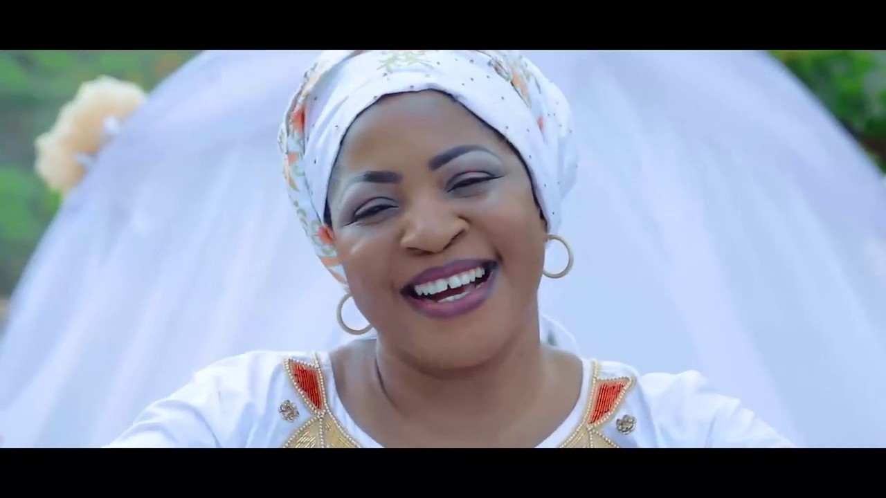 Download lolo Mireille Mbayo _ Nsenga _ Clip Officiel HD