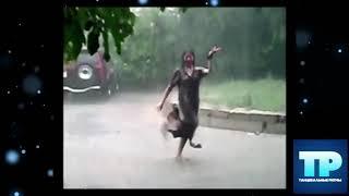 🔥Цыганочки шикарно танцует под дождем