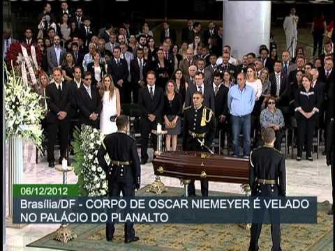 Dilma Rousseff recebe corpo de Niemeyer em rampa do Palácio do Planalto