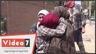 بالفيديو.. رفض دخول 3 بنات تأخرن عن امتحان التربية الوطنية بمدرسة جمال عبد الناصر بالدقى