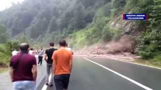 Massive landslide caught on camera, narrow escape | VIDEO