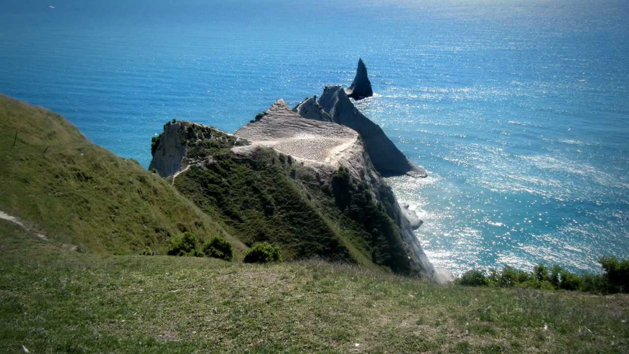 Cape Kidnappers - Roadside Stories - YouTube