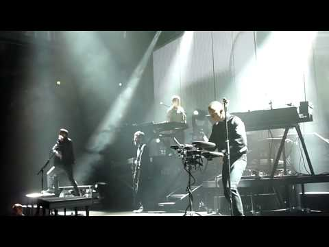Linkin Park - Wretches and Kings Live at O2 World 20.10.2010 [HD & HQ]