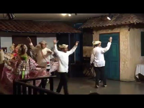 Folkloric show at Las Tinajas restaurant Panama City
