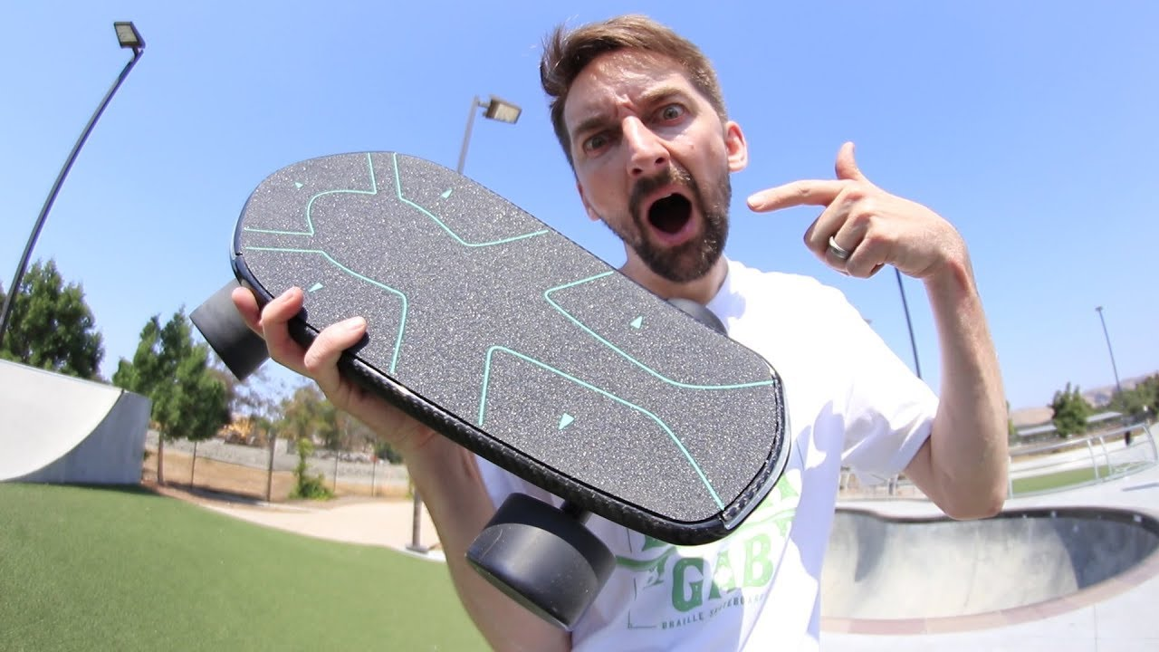 THE WORLD'S FIRST ARTIFICIAL INTELLIGENCE SKATEBOARD!